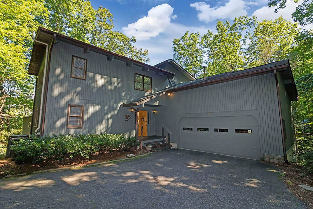 Garage and home at 118 Little Bear Lane